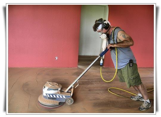 Částečná renovace dřevěné podlahy - broušení parket